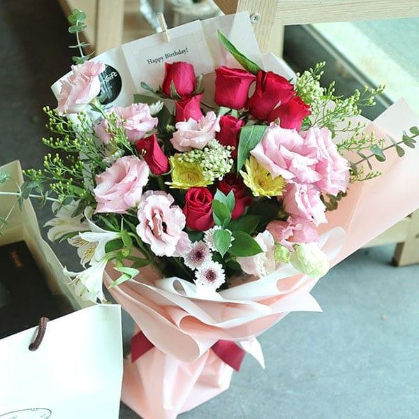 romantic walk flower bouquet send to Korea