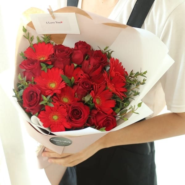 Fiery love flower bouquet flower gift korea 330 5 star reviews flower gift korea pink fiery love bouquet to south korea negle Images