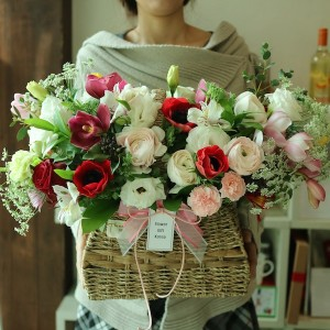 Beautiful flower basket ready for delivery all around Seoul and parts of Gyeongido