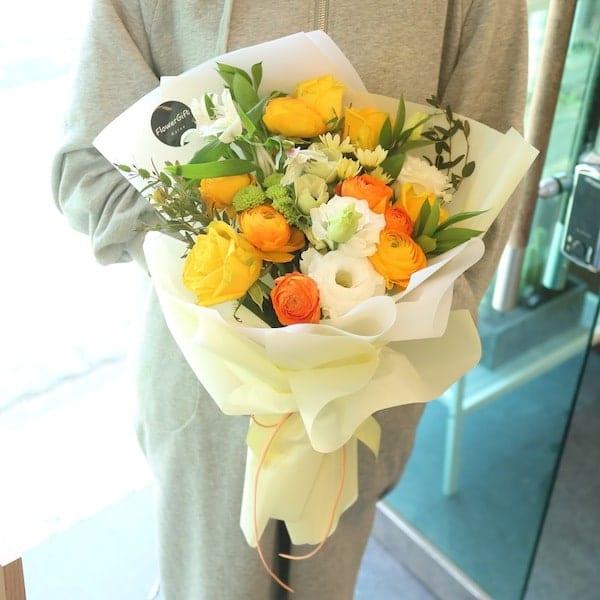 Goldilocks Flower Bouquet - Flower Gift Korea - 350+ 5 Star Reviews ...