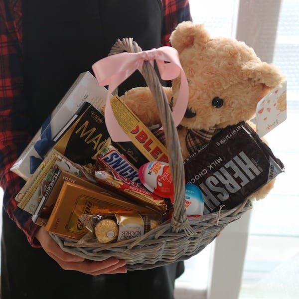 Teddy Bear and Chocolate Basket - Flower Gift Korea - 330 ...