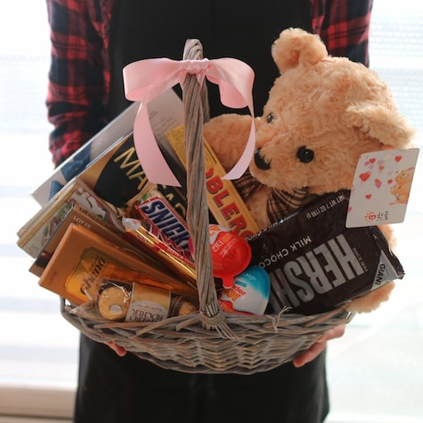 Teddy Bear and Chocolate Basket Flower Gift Korea 330 5 Star