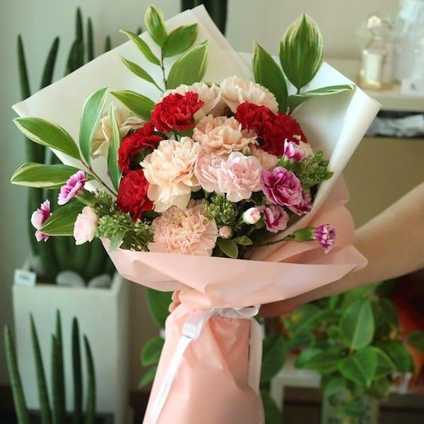 A Mixed Carnation Bouquet - Flower Gift Korea - 330+ 5 Star Reviews ...