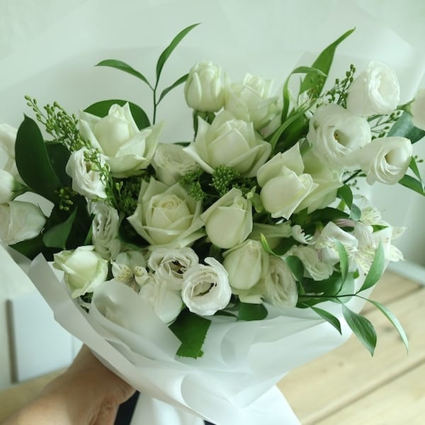 White Knight Flower Bouquet - Flower Gift Korea - 350+ 5 Star ...